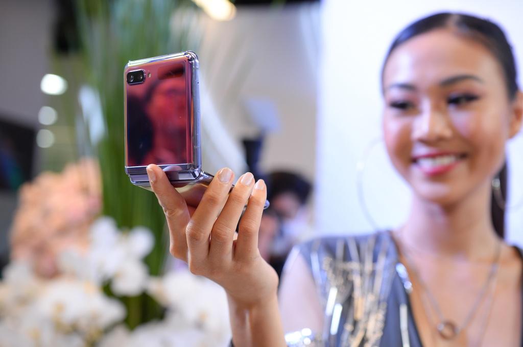 Galaxy Z Flip vua ra mat da len san dien thoi trang tai Viet Nam hinh anh 7 5.jpg