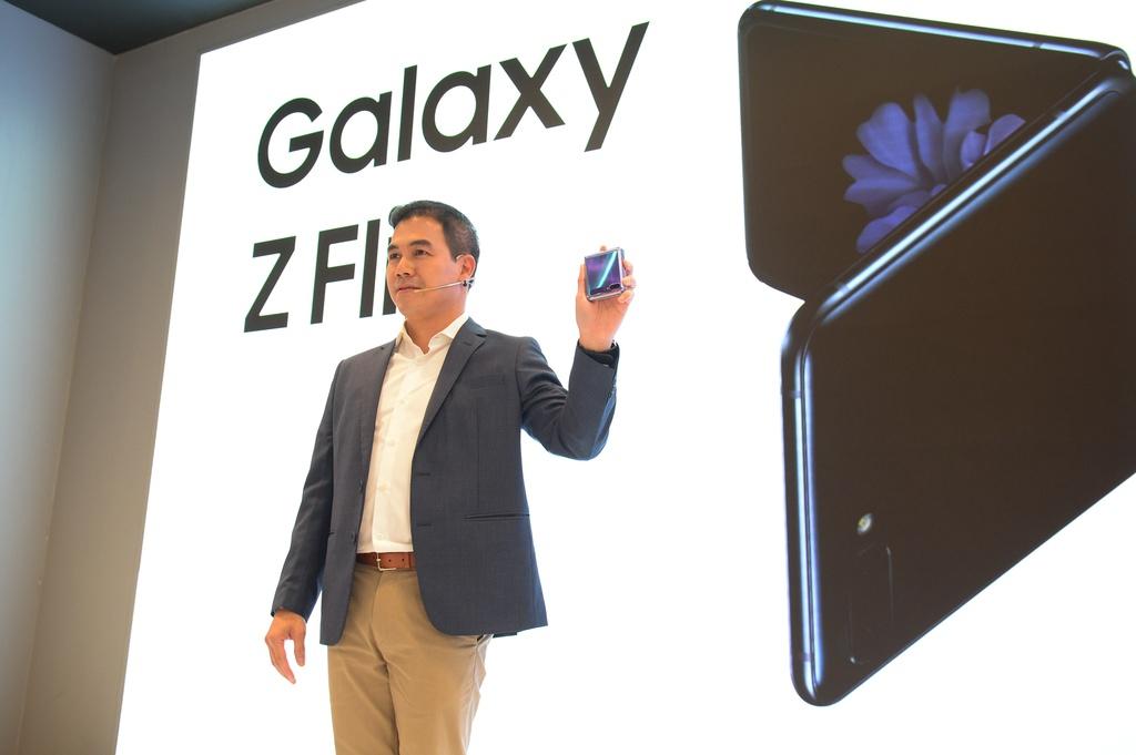 Galaxy Z Flip vua ra mat da len san dien thoi trang tai Viet Nam hinh anh 10 8.jpg
