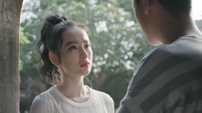 Angela Phuong Trinh va Rocker Nguyen hon say dam ngay tap 1 'Glee' hinh anh 3