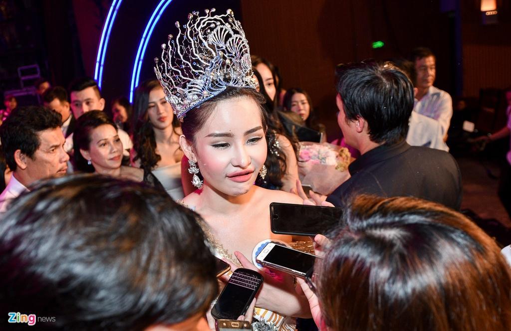 Tan Hoa hau Dai duong: 'Toi da sua mui nhung moi la tu nhien' hinh anh 2
