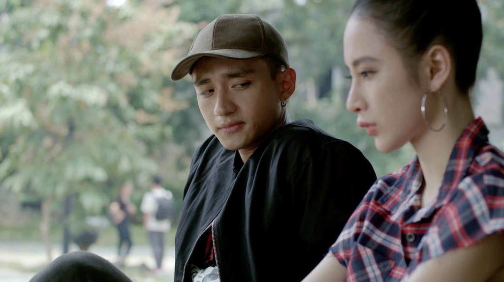 'Glee' 19: Angela Phuong Trinh dau kho khi bi bat cho con nuoi hinh anh 3