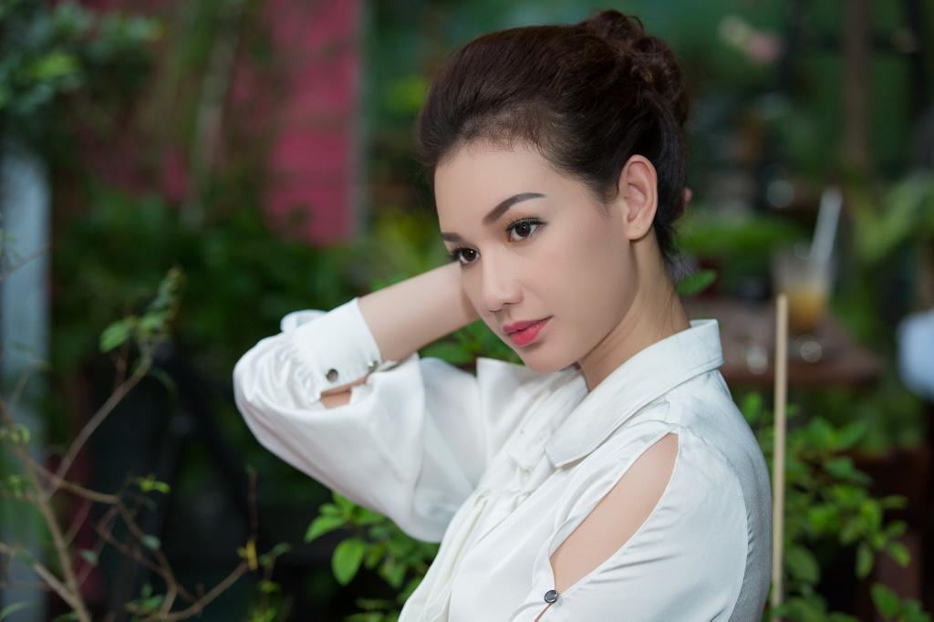MC Quynh Chi: 'Toi cua sung lam nghe khi dong cap voi Quy Binh' hinh anh 6