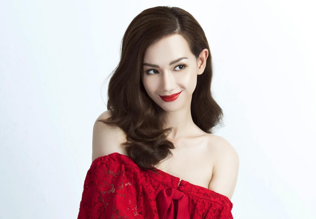 MC Quynh Chi: 'Toi cua sung lam nghe khi dong cap voi Quy Binh' hinh anh 5