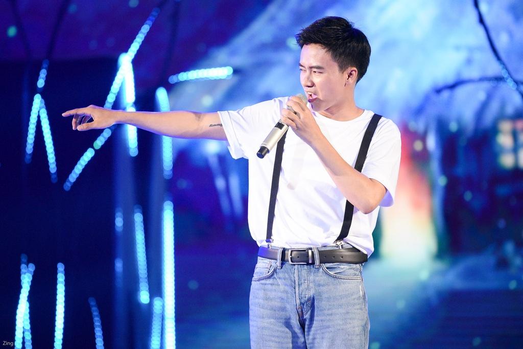Hang loat hit Vpop duoc tai hien tren san khau le trao giai ZMA 2017 hinh anh 7
