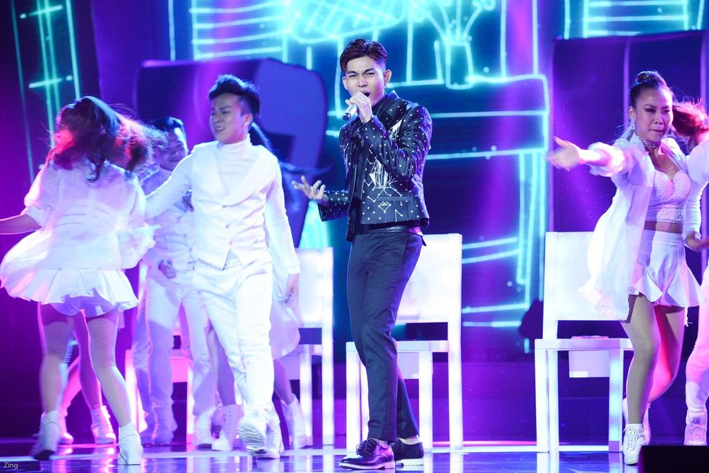 Hang loat hit Vpop duoc tai hien tren san khau le trao giai ZMA 2017 hinh anh 4
