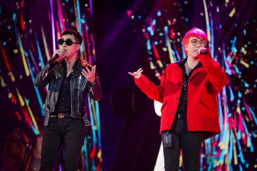 Hang loat hit Vpop duoc tai hien tren san khau le trao giai ZMA 2017 hinh anh 20
