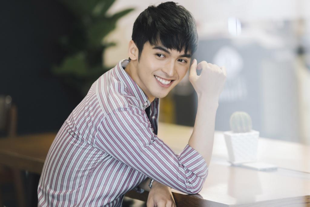 Hot boy lai Thai trong 'Yeu em bat chap': Tung phat to roi kiem tien hinh anh 1