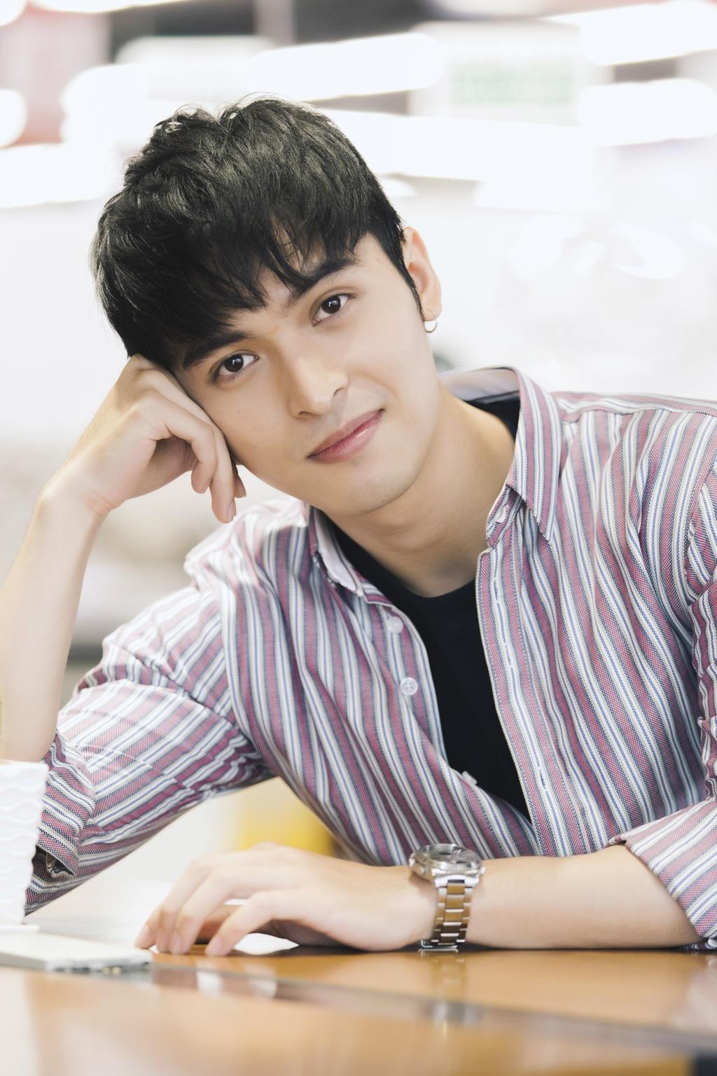 Hot boy lai Thai trong 'Yeu em bat chap': Tung phat to roi kiem tien hinh anh 4