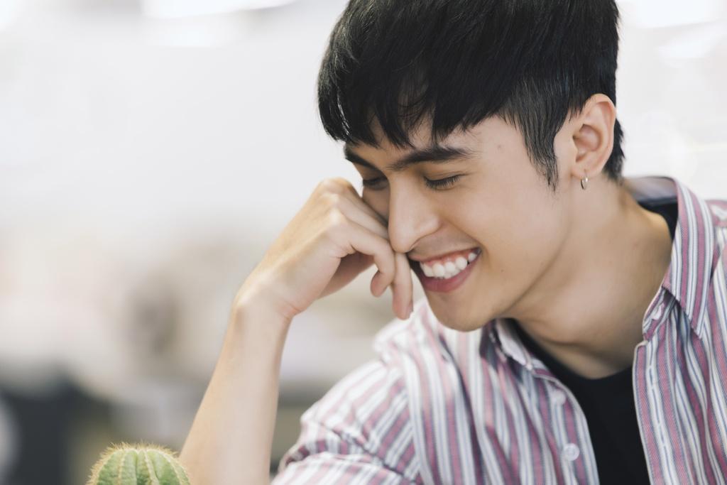 Hot boy lai Thai trong 'Yeu em bat chap': Tung phat to roi kiem tien hinh anh 6