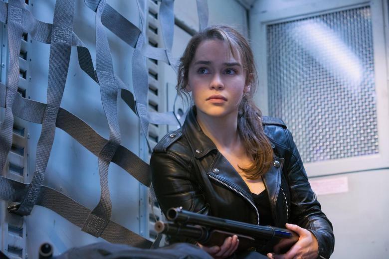 Emilia Clarke: Hanh trinh toa sang tu vai 'Me Rong' den 'Star Wars' hinh anh 13