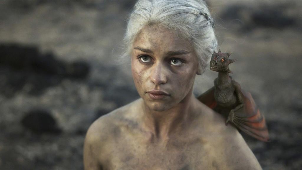 Emilia Clarke: Hanh trinh toa sang tu vai 'Me Rong' den 'Star Wars' hinh anh 7