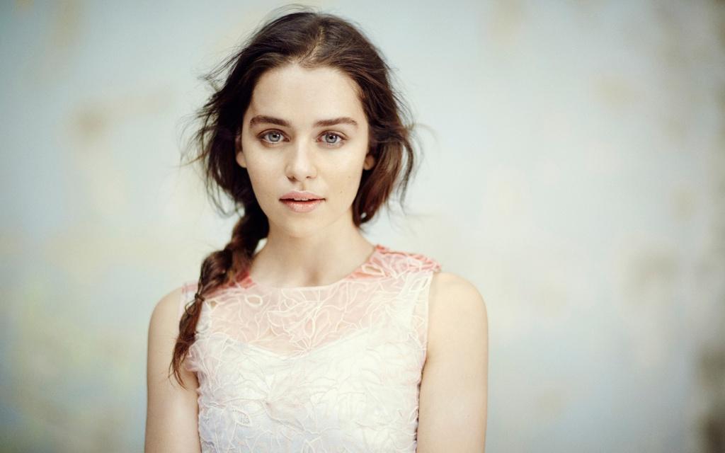 Emilia Clarke: Hanh trinh toa sang tu vai 'Me Rong' den 'Star Wars' hinh anh 3