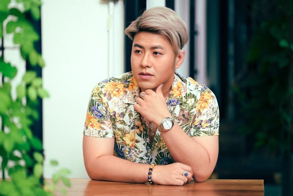 Akira Phan cho biết anh trải qua nhiều khủng hoảng, áp lực từ tiền bạc đến  tinh thần trong cuộc sống cá nhân suốt khoảng thời gian vắng bóng. Ảnh: Bá  Ngọc.