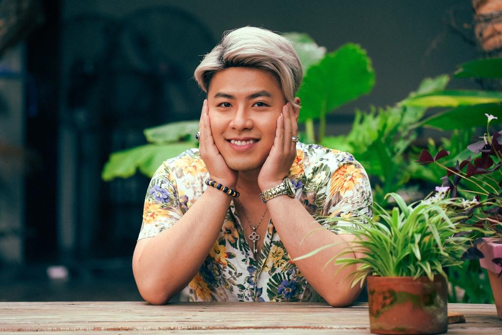 Akira Phan: 'Oan lung tra no 4 ty thay ban, ban gai cat