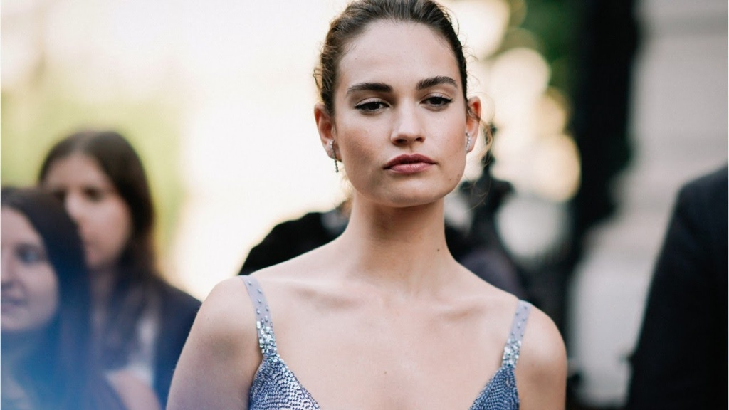 Lily James anh 13
