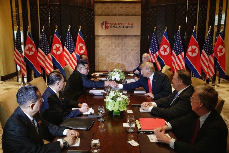Thuong dinh Trump - Kim: Xep lai qua khu, noi ve tuong lai hinh anh 4