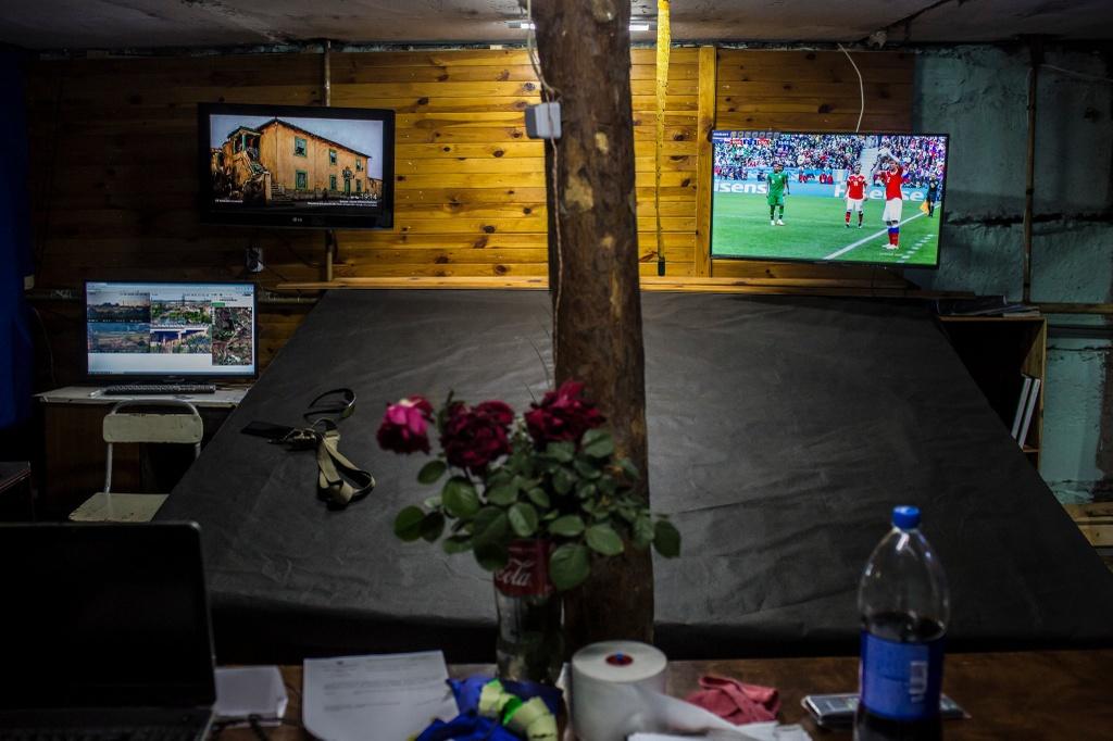 Xem World Cup tai vung chien su o Ukraine, noi mang song bi danh cuoc hinh anh 1