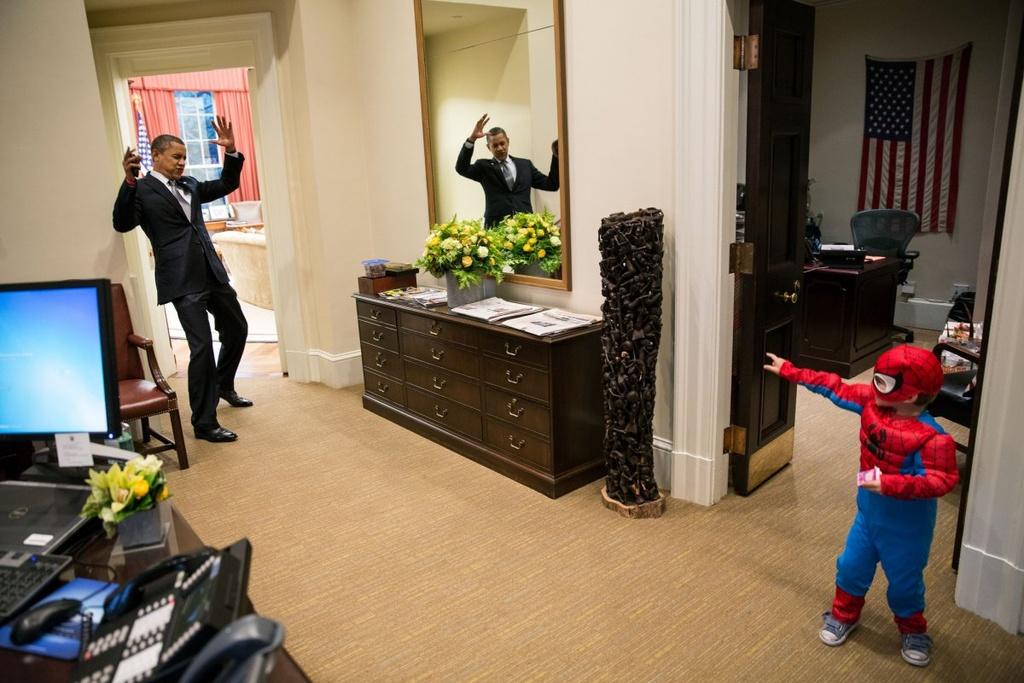 Nhung khoanh khac binh di cua Obama voi tre em hinh anh 6