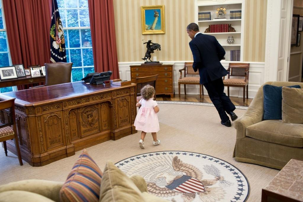 Nhung khoanh khac binh di cua Obama voi tre em hinh anh 12