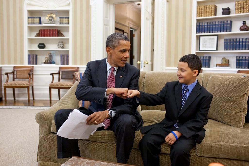 Nhung khoanh khac binh di cua Obama voi tre em hinh anh 3