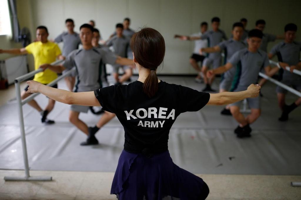 binh si Han Quoc tap ballet anh 4