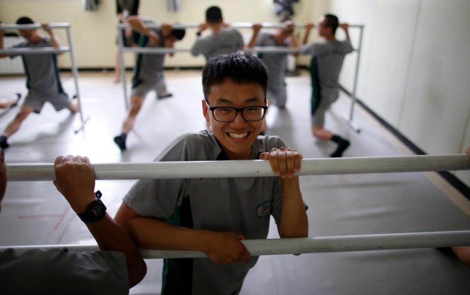 Binh si Han Quoc tap mua ballet de giam cang thang hinh anh 8