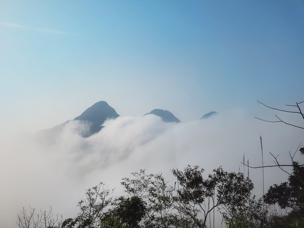 Trekking 3 dinh Tam Dao - thu thach ky nghi le 30/4-1/5 hinh anh 1