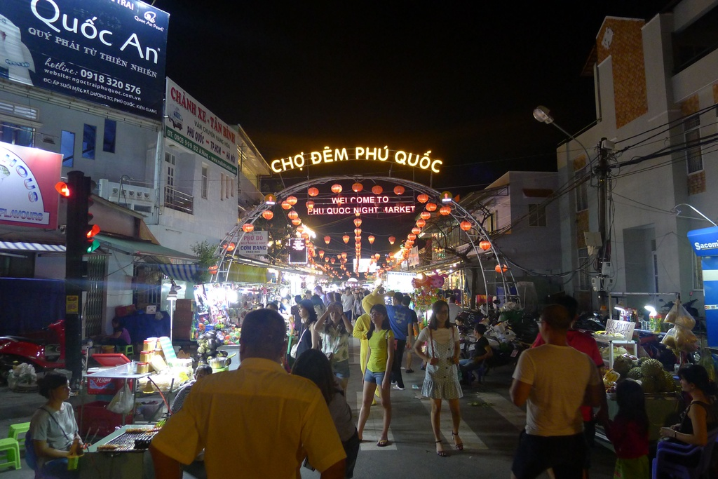 Trai nghiem thien duong am thuc tai cho dem Phu Quoc hinh anh 1 trải nghiệm thiên đường ẩm thực tại chợ đêm phú quốc - 1 - Trải nghiệm thiên đường ẩm thực tại chợ đêm Phú Quốc