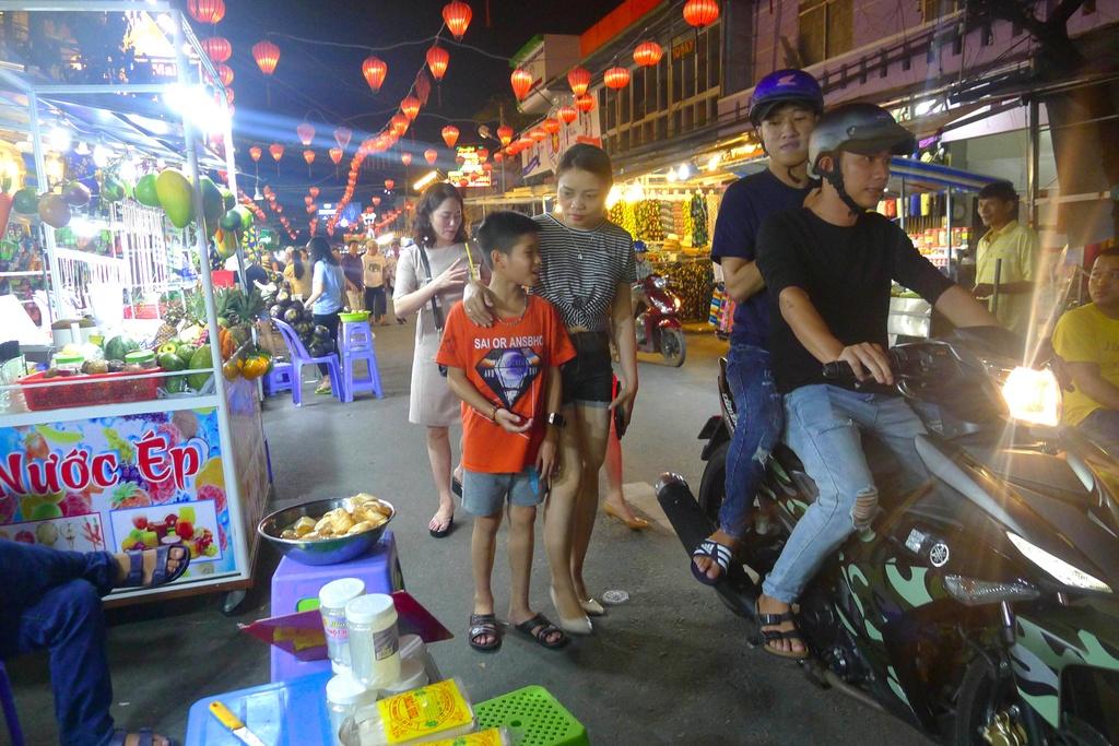 Trai nghiem thien duong am thuc tai cho dem Phu Quoc hinh anh 2 trải nghiệm thiên đường ẩm thực tại chợ đêm phú quốc - 2 - Trải nghiệm thiên đường ẩm thực tại chợ đêm Phú Quốc