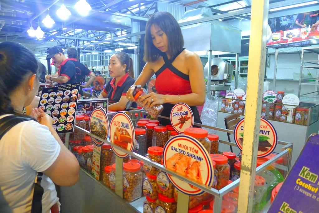 Trai nghiem thien duong am thuc tai cho dem Phu Quoc hinh anh 7 trải nghiệm thiên đường ẩm thực tại chợ đêm phú quốc - 6 - Trải nghiệm thiên đường ẩm thực tại chợ đêm Phú Quốc
