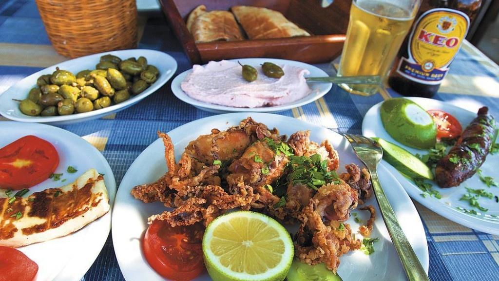 Фото туристов еды из отелей кипра