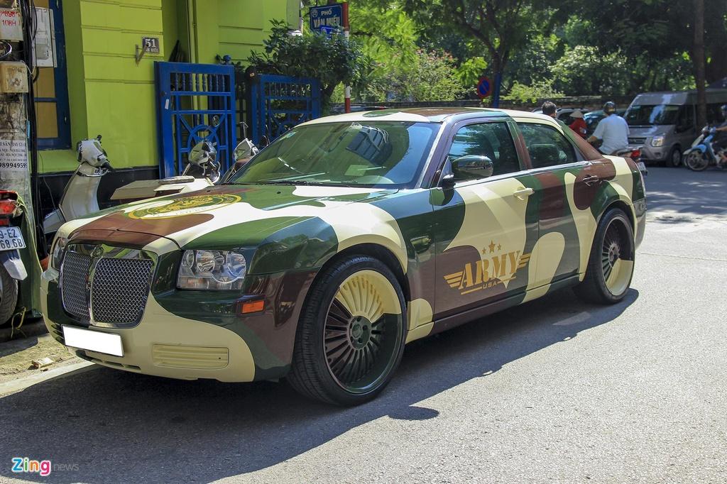 'Tieu Bentley' Chrysler 300 mau ran ri rao ban 650 trieu hinh anh 1