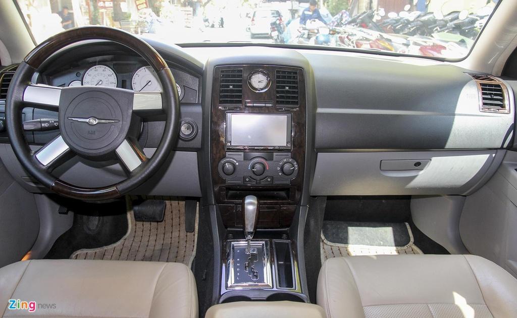 'Tieu Bentley' Chrysler 300 mau ran ri rao ban 650 trieu hinh anh 7