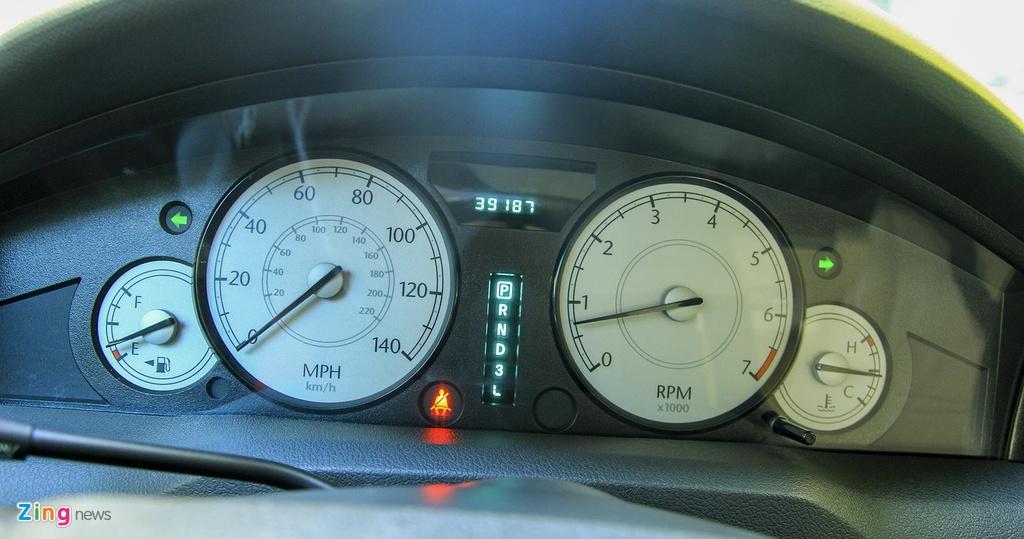 'Tieu Bentley' Chrysler 300 mau ran ri rao ban 650 trieu hinh anh 8