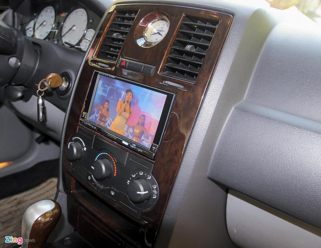 'Tieu Bentley' Chrysler 300 mau ran ri rao ban 650 trieu hinh anh 9