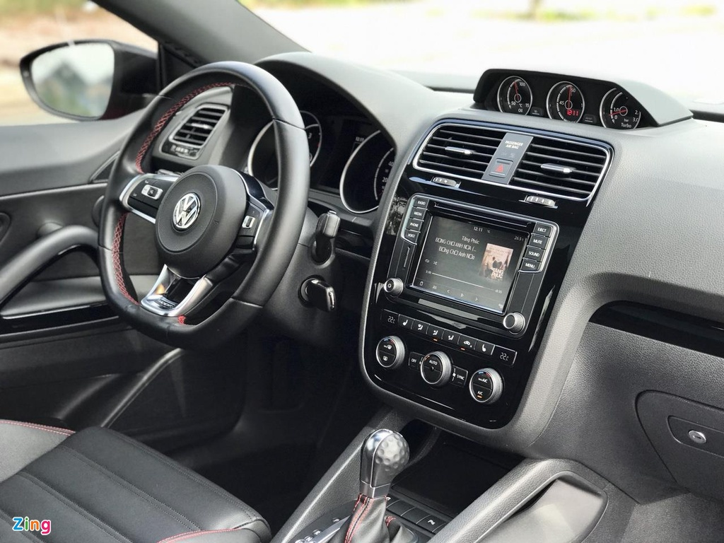 Volkswagen Scirocco GTS 2018 chay hon 10.000 km gia con 1,1 ty dong hinh anh 7