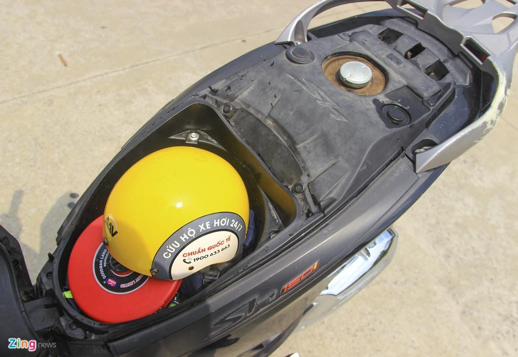 Honda SH 125i doi 2012 lap rap trong nuoc sau 7 nam con lai gi? hinh anh 9