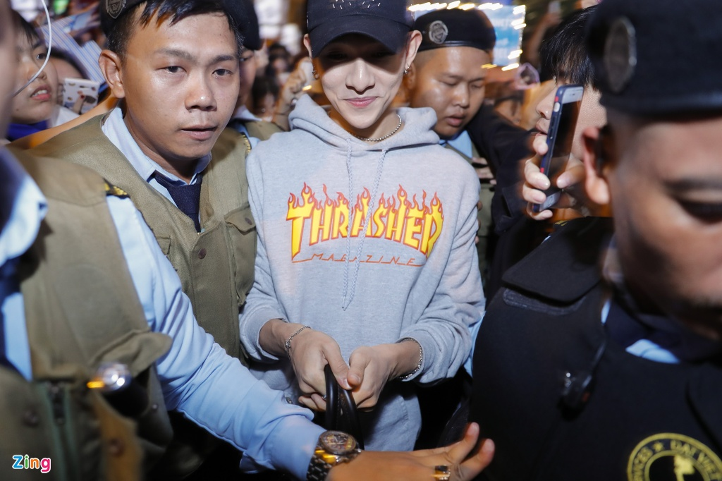 Hang tram fan cho don 'Hoang tu lai' Kim Samuel o Sai Gon trong dem hinh anh 3