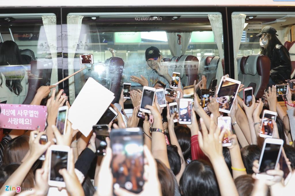 Hang tram fan cho don 'Hoang tu lai' Kim Samuel o Sai Gon trong dem hinh anh 6