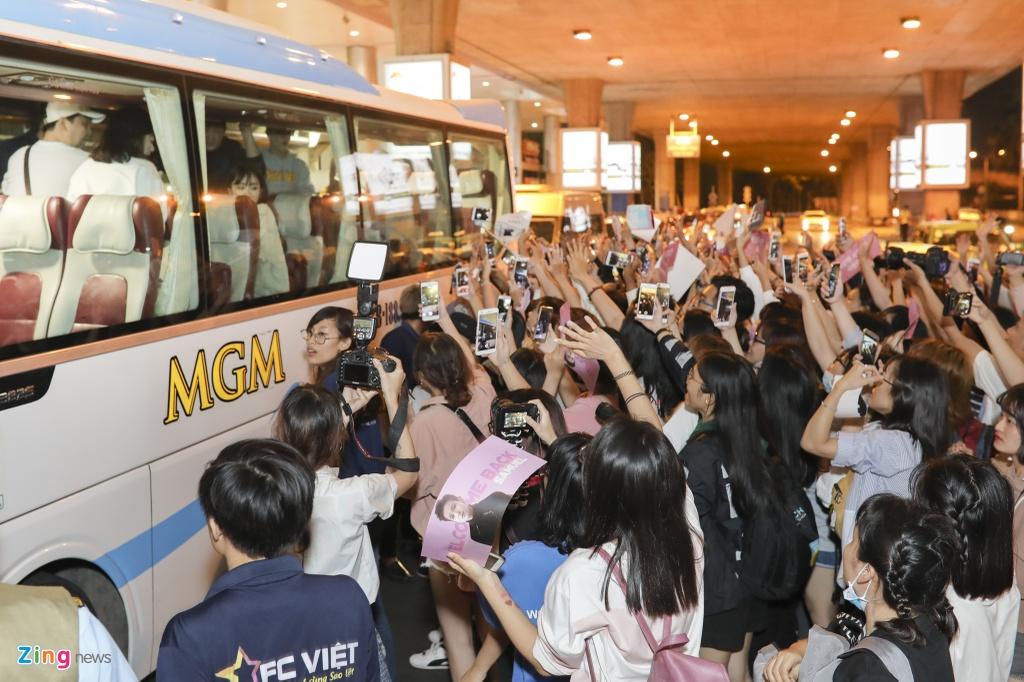Hang tram fan cho don 'Hoang tu lai' Kim Samuel o Sai Gon trong dem hinh anh 5