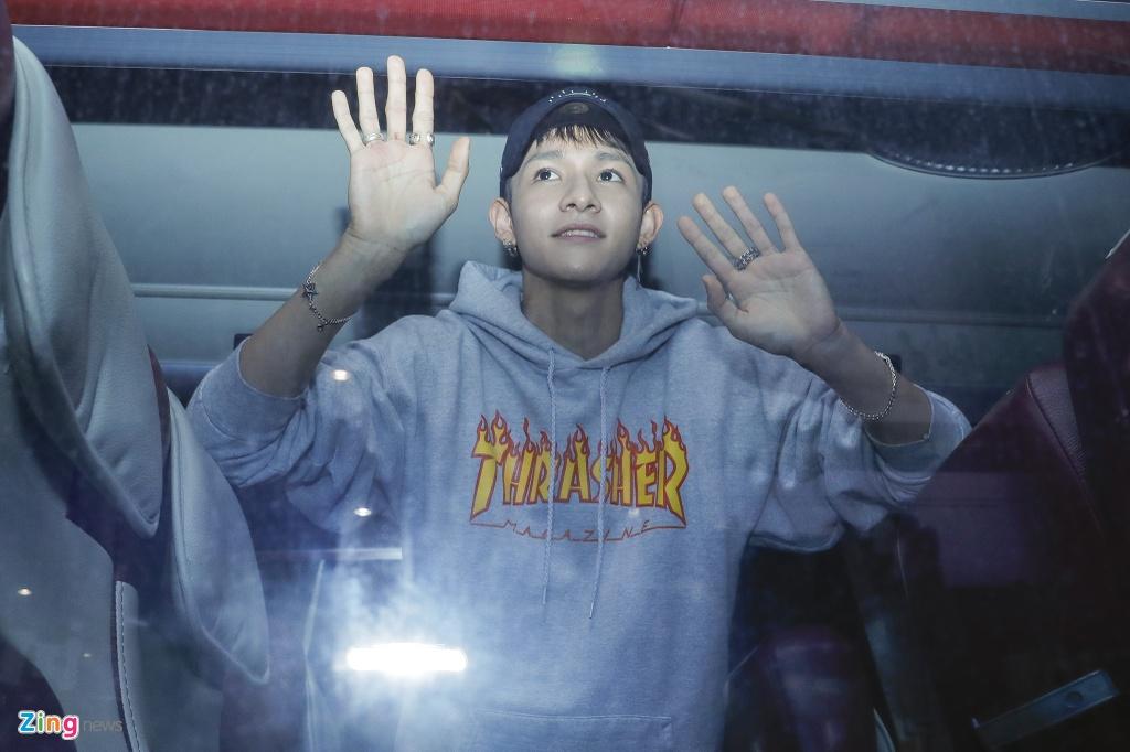 Hang tram fan cho don 'Hoang tu lai' Kim Samuel o Sai Gon trong dem hinh anh 8