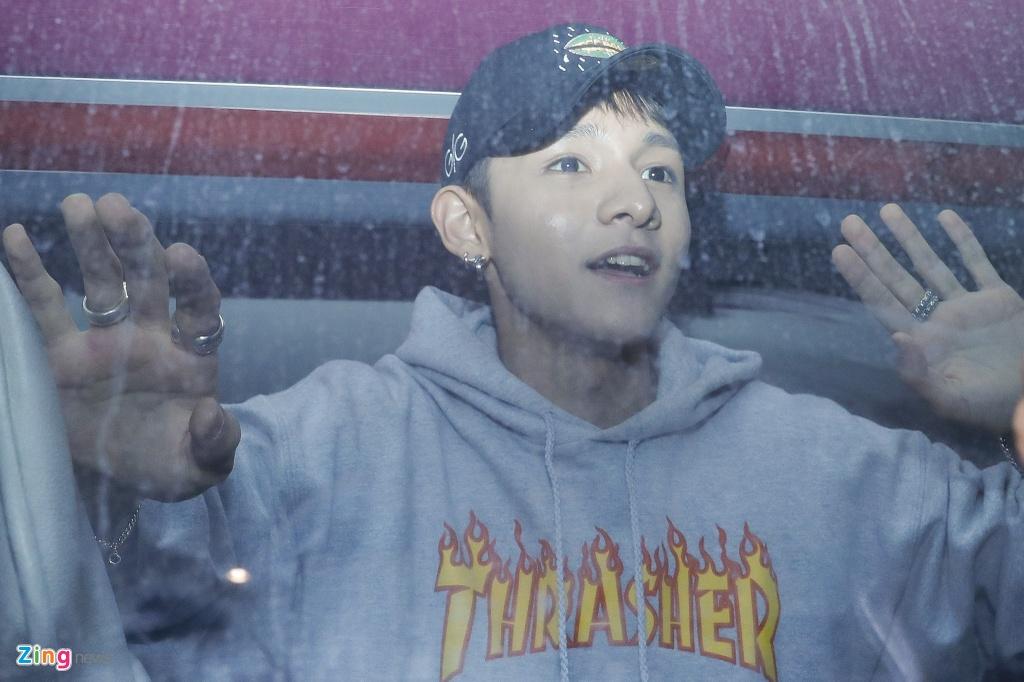 Hang tram fan cho don 'Hoang tu lai' Kim Samuel o Sai Gon trong dem hinh anh 9