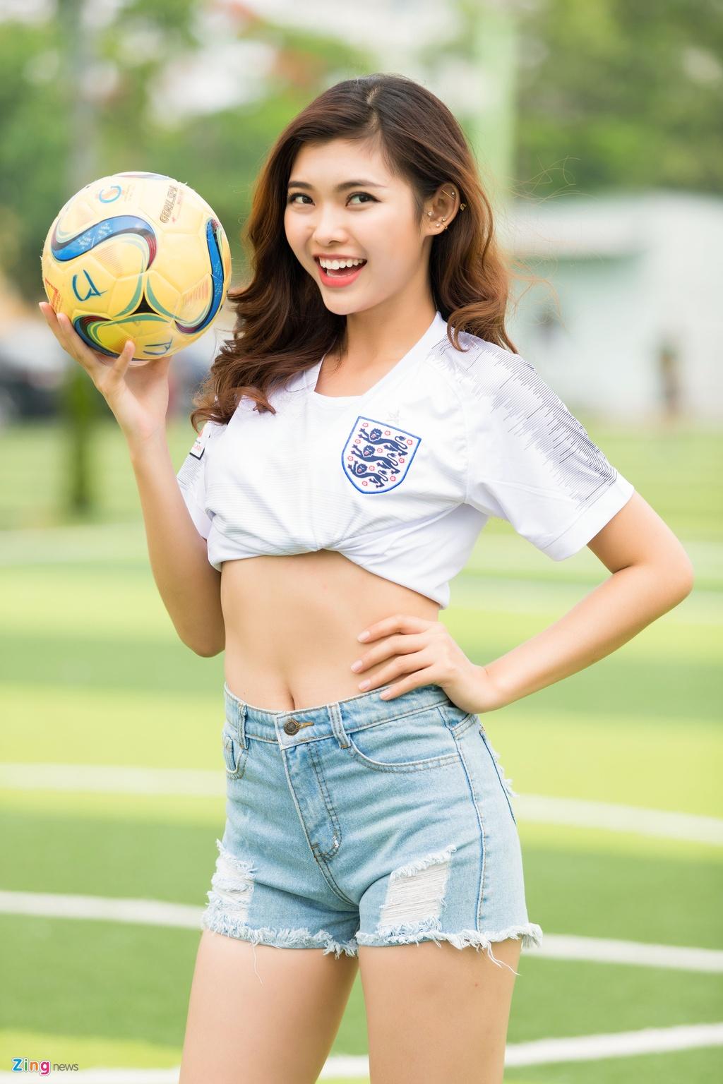 Thieu Lan The Face mac goi cam co vu doi tuyen Anh o World Cup 2018 hinh anh 5