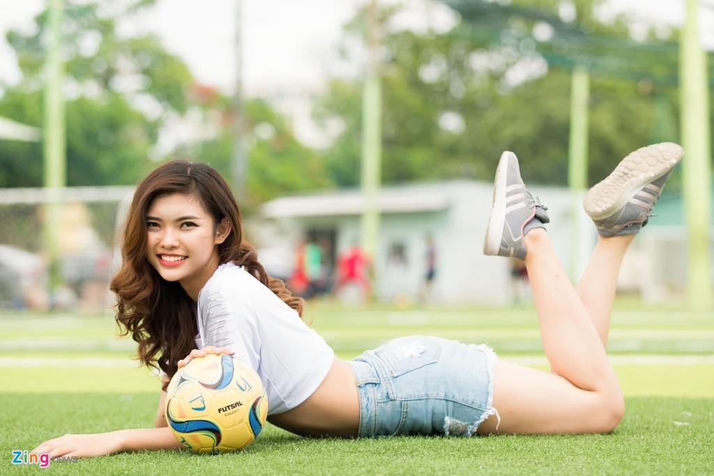 Thieu Lan The Face mac goi cam co vu doi tuyen Anh o World Cup 2018 hinh anh 8