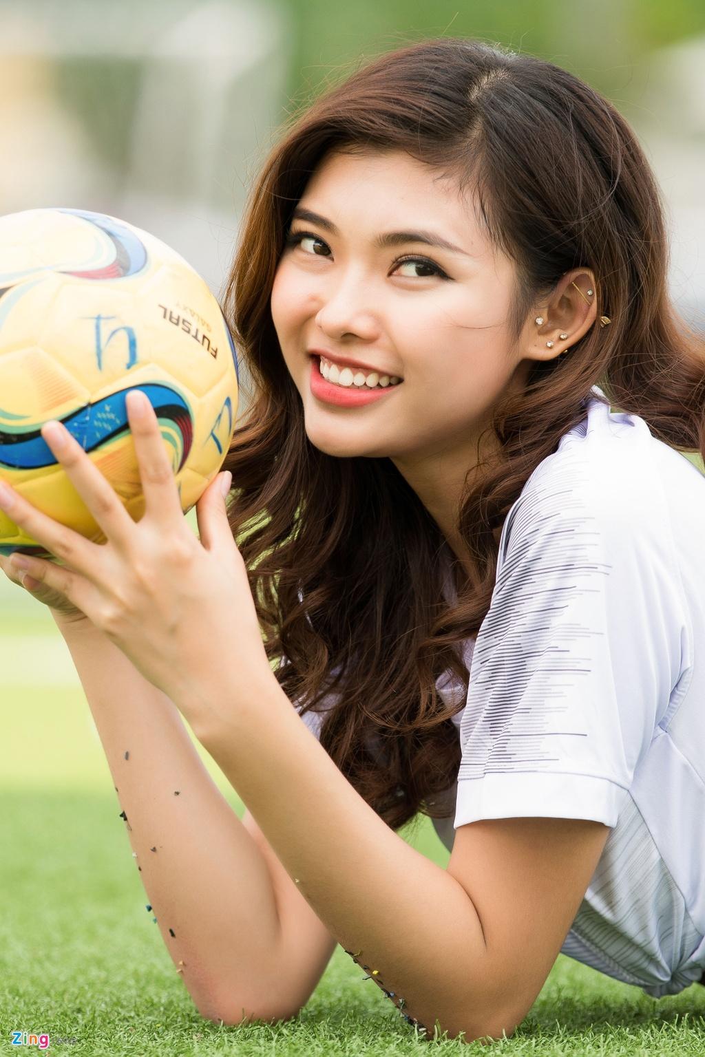 Thieu Lan The Face mac goi cam co vu doi tuyen Anh o World Cup 2018 hinh anh 1