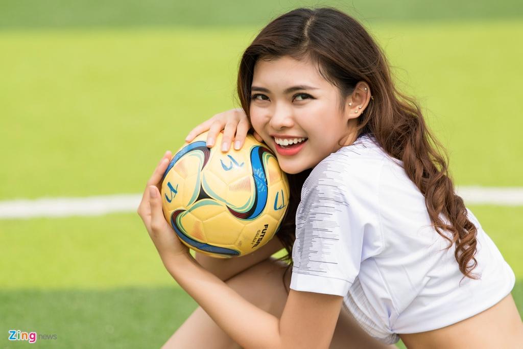 Thieu Lan The Face mac goi cam co vu doi tuyen Anh o World Cup 2018 hinh anh 2