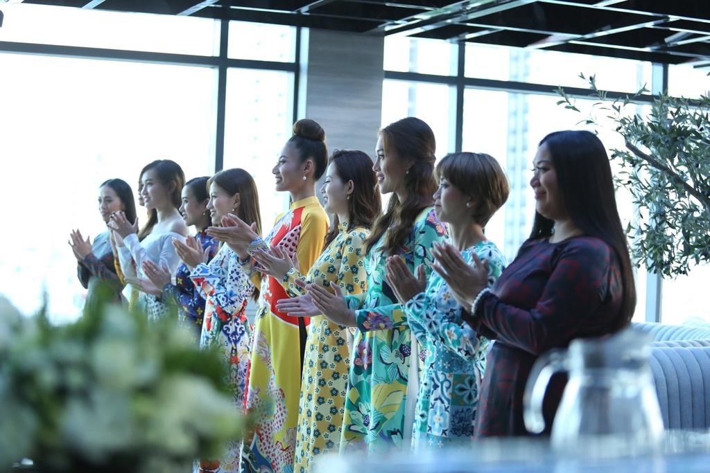 Các cô gái đã có thử thách trình diễn áo dài ở đầu tập 6.