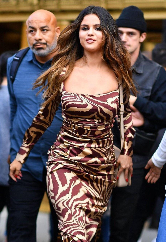 Selena Gomez lay lai nhan sac, voc dang sexy sau khi giam can hinh anh 10