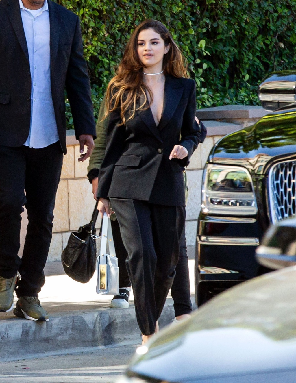 Selena Gomez lay lai nhan sac, voc dang sexy sau khi giam can hinh anh 11