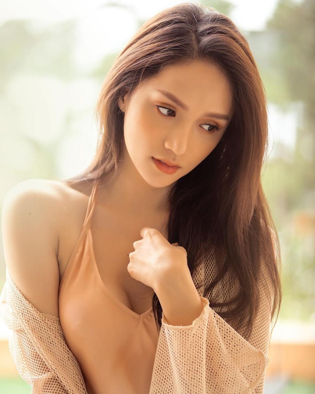 Hoa hau Ky Duyen, Jun Vu chuong vay ao hai day tre nguc hinh anh 16